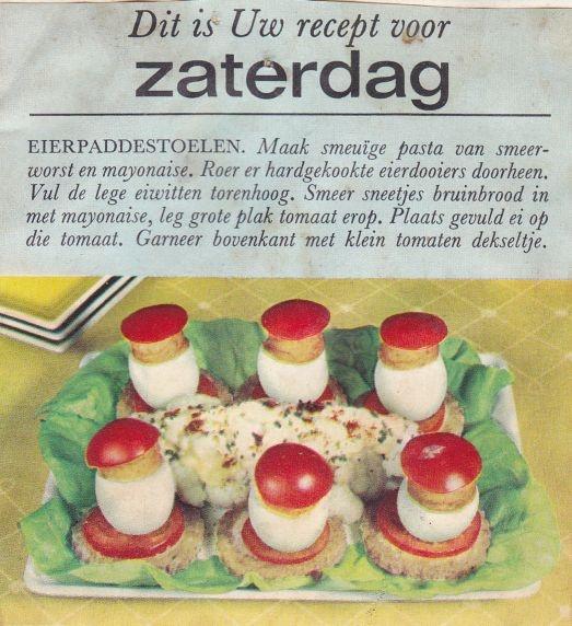 Eierpaddestoelen! OMG alleen de stippen uit een tube mayonaise ontbreken hieraan.  Voor nog meer vintage recepten uit mijn moeders keukenkastje zie http://pinterest.com/rangeeni/vintage-recepten/