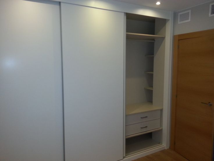 Armario e interior de armario instalado en reforma de vivienda en Zaragoza. Zarareformas.
