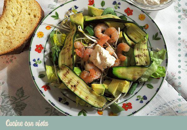 Insalata veloce con avocado, zucchine, mazzancolle, germogli di soia e crema alla paprica - Cucine con vista