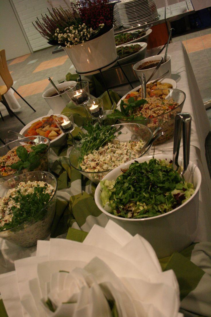 Talvisen illallisen noutopöytä
