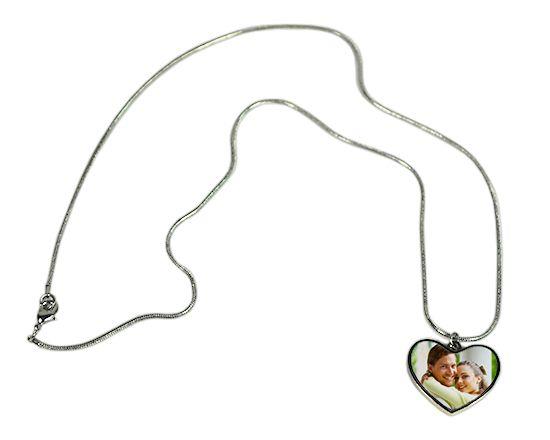 Crea Collana con Ciondolo Cuore personalizzato con foto, idea regalo perfetta per #sanvalentino --> http://www.goonart.it/crea/collana-con-ciondolo-cuore.aspx
