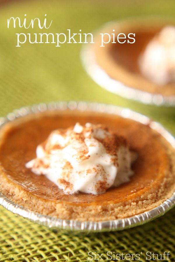 These Mini Pumpkin Pies with Graham Cracker Crust are perfect for the holidays! | SixSistersStuff.com