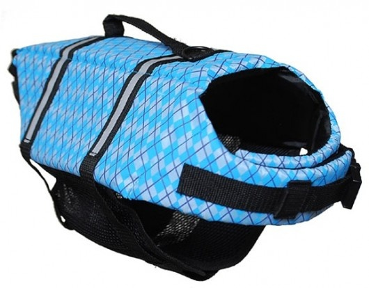 Water Safety for Pets! A round-up of dog life vests to keep your pet safe on the water this summer.