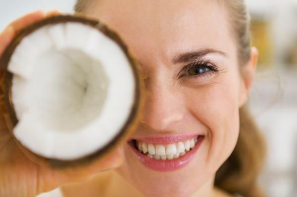 Cómo hacer una crema corporal de coco. Mantener una piel correctamente hidratada es fundamental para poder mantenerla sana y cuidada. Hoy en día hay una infinidad de opciones que te permiten tratar y cuidar cualquier tipo de piel, pero en ...