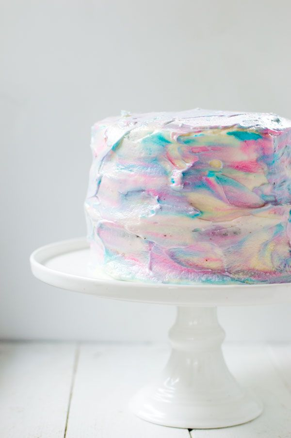 If you're expecting or planning a gender reveal party then this easy marble gender reveal cake is perfect!