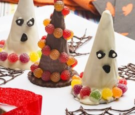 ALLEN'S JELLY TOTS Witches Hats: The perfect addition to your Halloween spread, these witches hats will be loved by all!. http://www.bakers-corner.com.au/recipes/allens/allens-jelly-tot-witches-hats/
