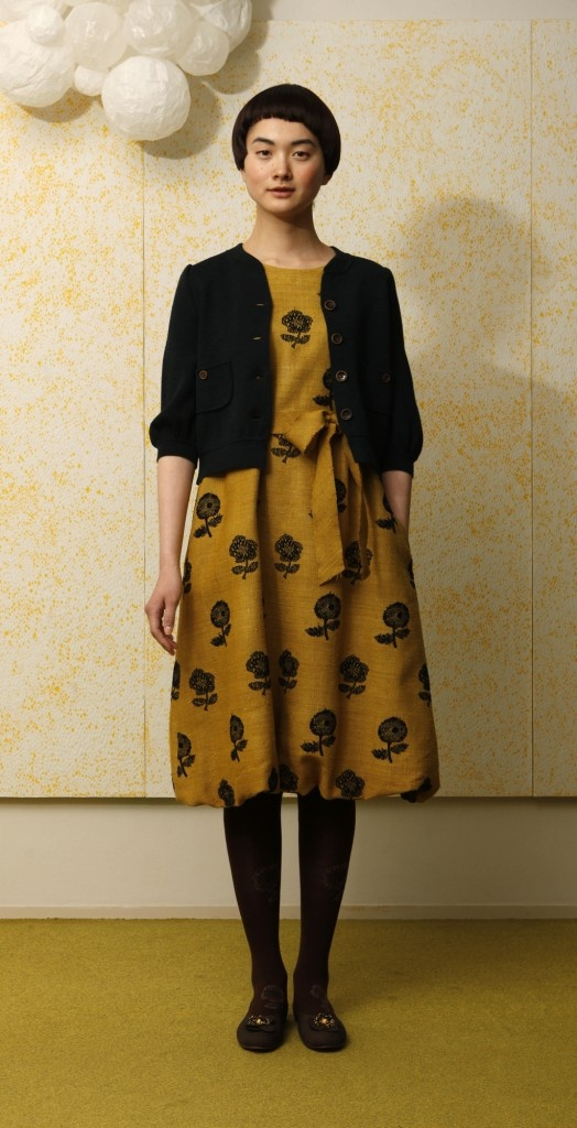 minä perhonen I like this little cardi/jacket. Knit fabric perhaps?