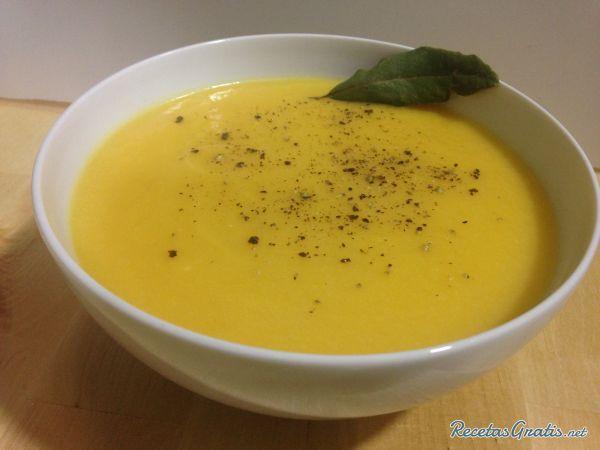 Aprende a preparar sopa de coliflor y calabaza con esta rica y fácil receta.  La sopa de coliflor y calabaza es un plato saludable apto para vegetarianos, veganos y...