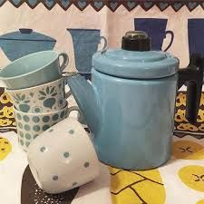 Old and blue Finel Pehtoori pot. Vintage Arabia Finland coffee cups.