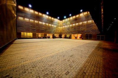 Ο Χάρης Σαββίδης ζει μια ολόκληρη μέρα μέσα στο μουσείο! Τι ωραία ιδέα...