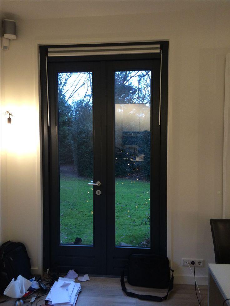 Keukendeur tuinzijde (links). Gordijnen alleen mogelijk bij bevedtiging plafond en gordijnen hangend rechts van deur. Roman shades?