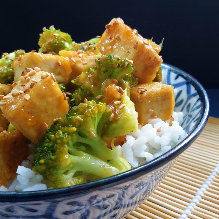 Esta receta de tofu y brócoli con salsa de naranja y jengibre al estilo chino es fácil a preparar y apto para dietas vegetarianas y veganas.