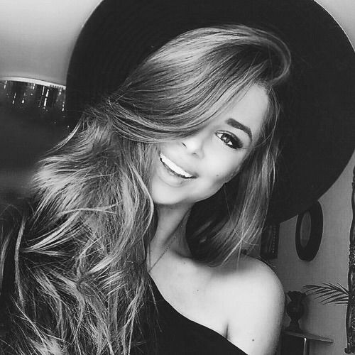 Image via We Heart It #blackandwhite #cool #girl #hat #indie #outfit #smile #style #young
