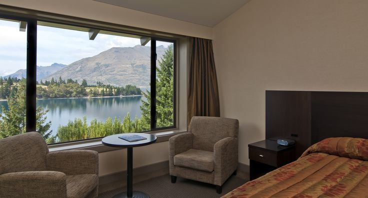 Enjoy the majestic lake view in #Queenstown