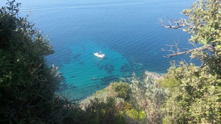 En allant vers le Cap Lardier, une vue particulièrement belle...