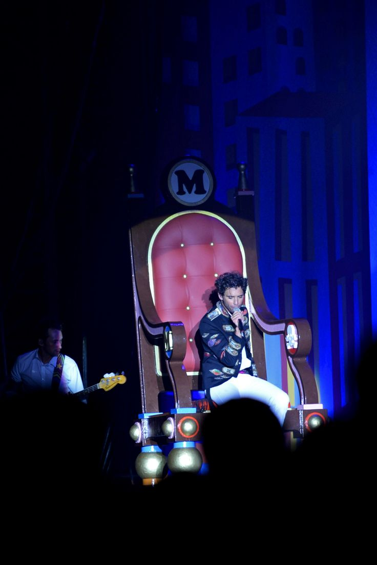 Mika in the big chair <3