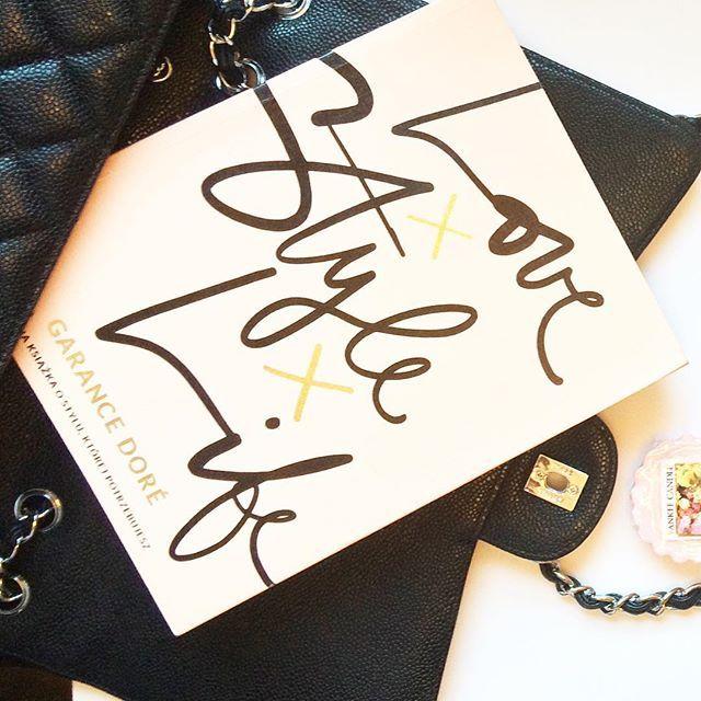 #love #life #style #fashionstyle #chanel #chanelbag #garancedore #minimalistfashion #minimalist #london #gay #fulham #pink #white #minimalism #yankeecandle #fresh #roses #saturday #weekend #chouettefashion