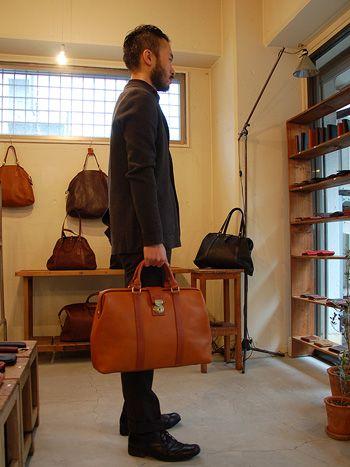 B4書類が入るイタリアンレザーの二本手口枠ビジネスバッグ「革鞄のHERZ公式通販」