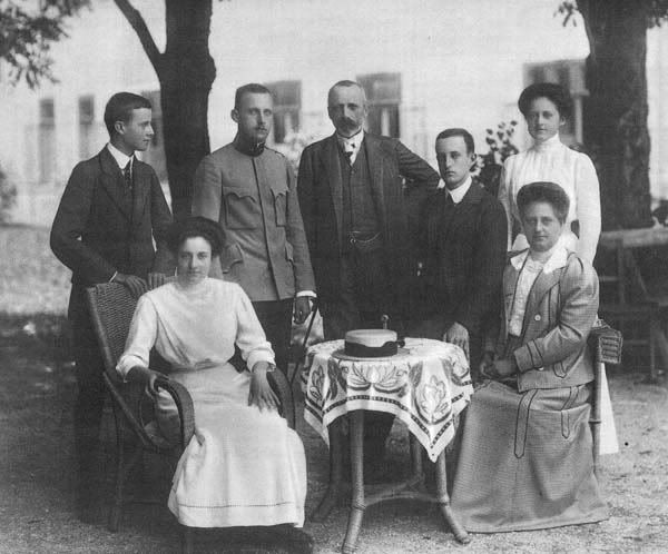 Archduke Karl Stefan of Austria (1860–1933) and his wife Archduchess Maria Theresa of Austria-Tuscany (1862–1933) with their children. From left - standing: Wilhelm , Karl Albrecht, Karl Stefan, Leo Karl, Eleanora; sitting: Mechthildis and Archduchess, Maria Theresia.