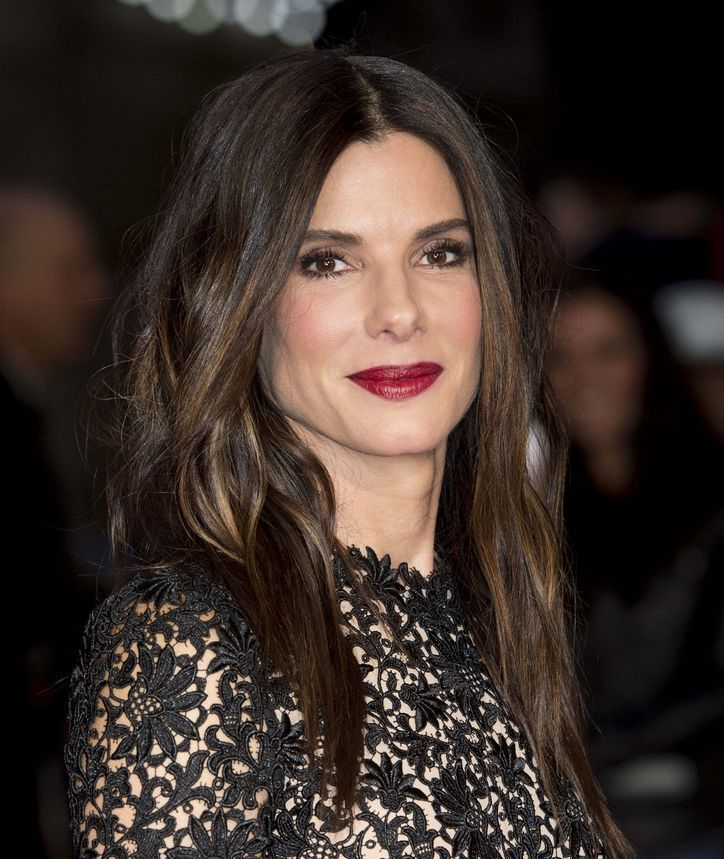 sandra-bullock-date-night-makeup-idea-dark-lipstick-w724