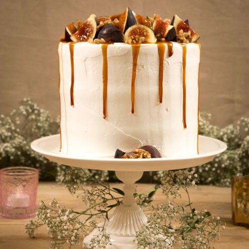 Deze overheerlijke vijgentaart is gemaakt van drie verschillende soorten cake, namelijk stroopwafel, brownies en cupcakes.