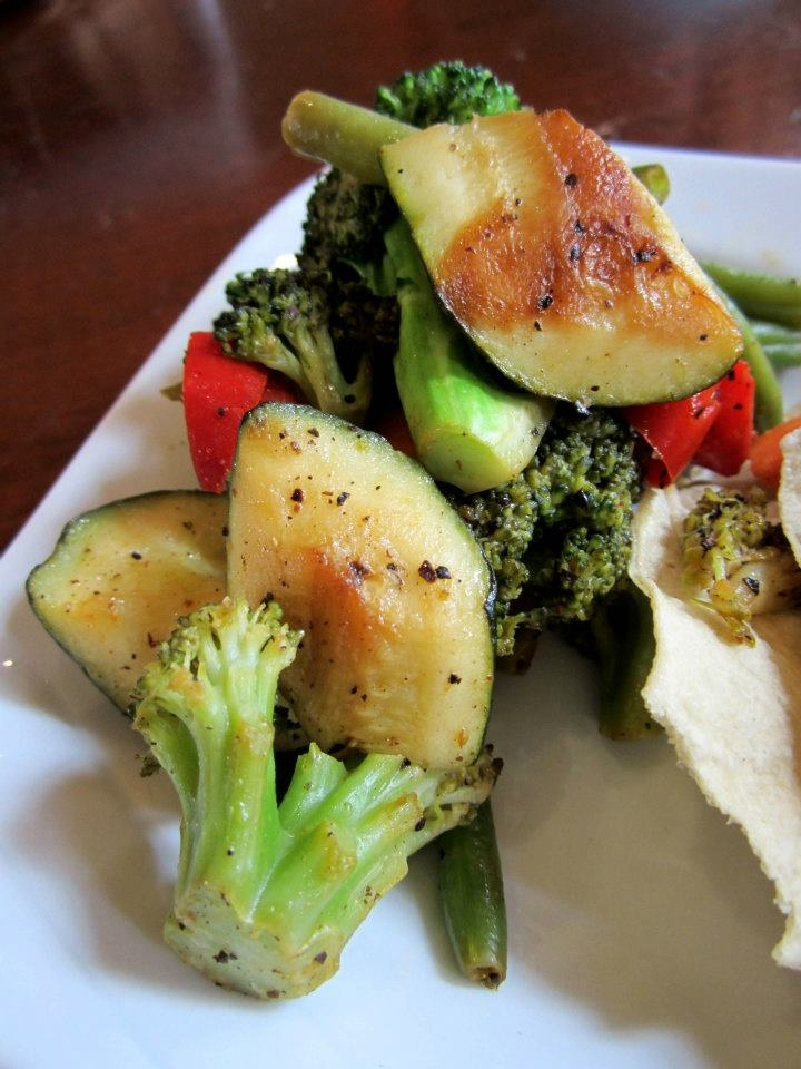 MAURYA'S SPICE package!  Mixed Vegetables, sautéed and seasoned broccoli, bell peppers, green beans, zucchini with garlic     www.vaneats.ca