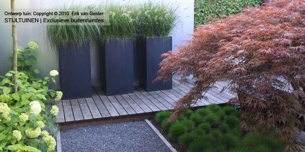 moderne-design-tuin-hardhouten-vlonder-festuca-hortensia-japanse-esdoorn-lavendel-polyester-bloembakken-siergrassen1.jpg (600×300)