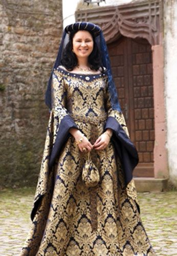 In keeping with the style of the 15th century, this model is the result of brocade and silk. The two-colored brocade frames the elegant silk in a matching plain color to highlight the trimmings and the sleeve lining. beadwork complete the creation of one of the jewels of the historical collection . The dress is brought to figure lacing and full skirt running out to a small, but very elegant train.