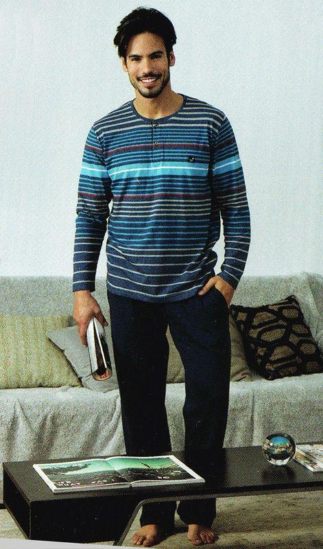 Pijama Massana hombre de algodón fino, pensado para andar por casa. Si buscas pijamas juveniles en varela Íntimo tenemos múltiples modelos y colores. http://www.varelaintimo.com/92-pijamas-de-manga-larga