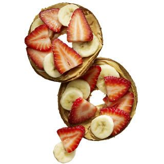 Bagel Thin Topped with Peanut Butter and Fruit http://www.rodalewellness.com/food/flat-belly-breakfast-recipes/bagel-thin-topped-with-peanut-butter-and-fruit