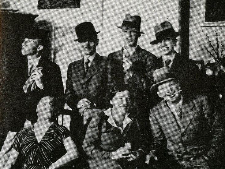 Rodzina Żuławskich w naszym kraju należy do najpłodniejszych pod względem artystycznym. Jej przedstawiciele szczególnie aktywni są na polu literackim, plastycznym, muzycznym i filmowym, nadal zadziwiając różnorodnością i skalą twórczych dokonań.