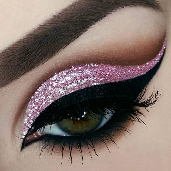 Maquillaje de ojos con glitter http://hubz.info/fashion
