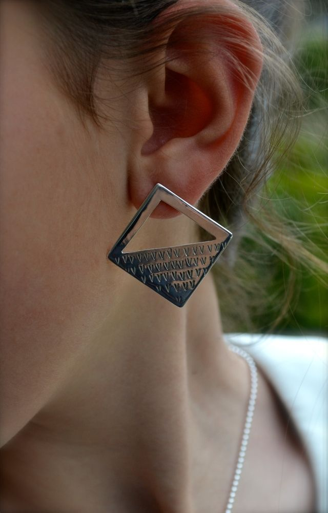 Need a breather from too-blingy or simple studs? Say hello to these sleek & modern cut out earrings. They are flashy but not over the top. Throwing shapes around has never been this fun. www.julesread.com.au