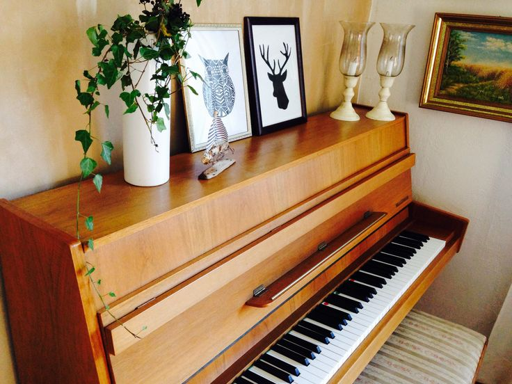 #vardagsrum #piano #uggla #bok #svartvitt #vardagsrum