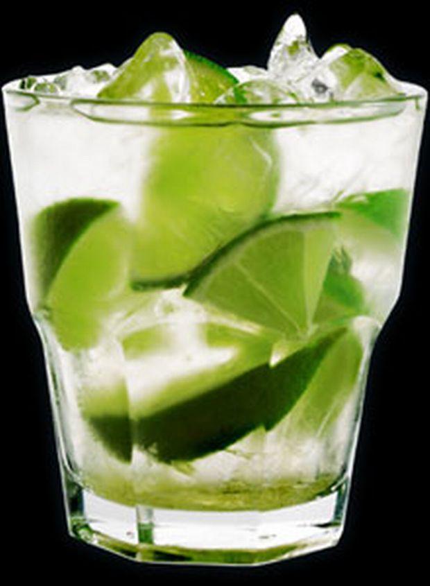 Τα σκέτα, σοβαρά ποτά ανήκουν περισσότερο στον χειμώνα. Προετοιμάσου για το καλοκαίρι που έρχεται, βάζοντας στην φαρέτρα σου μερικά κοκτέιλ που θα φτιάχνουν τη δική σου διάθεση και όχι μόνο.