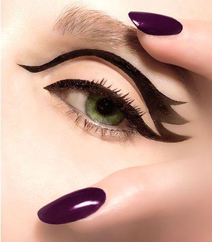 1. Realizzare eyeliner improbabili perché alla prima lo hai sbavato