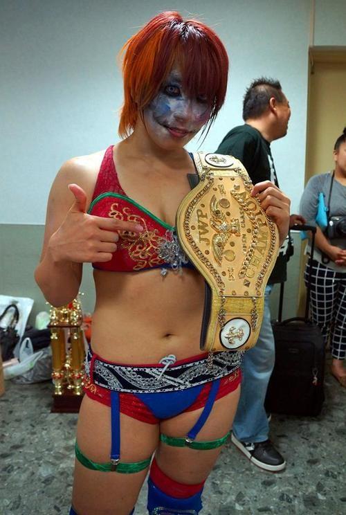 Kana (wrestler)