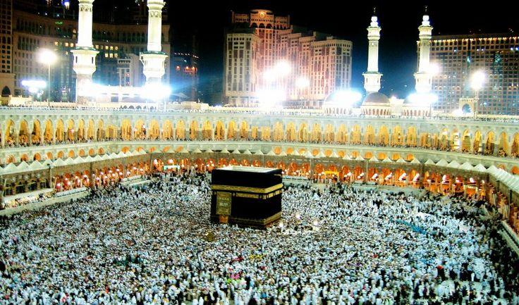 Tiga Siku - Mekah memiliki beberapa nama. Dan nama-nama tersebut telah disebutkan di dalam Alquran. Nama Mekah sendiri disebutkan dalam surat al-Fath:وَهُوَ الَّذِي كَفَّ أَيْدِيَهُمْ عَنْكُمْ وَأَيْدِيَكُمْ