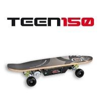 Le Teen 150 est le plus petit modèle de la gamme Evo-Skate, il conviendra aux rideurs de petits gabarits ou aux rideurs privilégiant la maniabilité à la vitesse, pour une utilisation type skatepark. Sa faible vitesse et son faible poids le rendent maniable et confortable sous les pieds. Caractéristiques techniques :• Vitesse : 12km/h max• Autonomie : 12km*• Batterie : 24v - 5A/H• Puissance moteur : 150w• Temps de charge : 3h• Type de roue : PU• Poids avec batterie : Environ 9.6kg Le Teen 150…