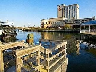Portsmouth (VA) Renaissance Portsmouth-Norfolk Waterfront Hotel United States, North America Located in Portsmouth, Renaissance Portsmouth-Norfolk Waterfront Hotel is a perfect starting point from which to explore Portsmouth (VA). Both business travelers and tourists can enjoy the hotel's facilities and services. Take advantage of the hotel's 24-hour front desk, facilities for disabled guests, express check-in/check-out, room service, restaurant. Comfortable guestrooms ensure ...