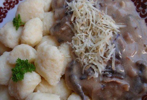 Bramborové noky s houbovou omáčkou