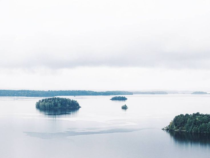 F i n l a n d . Hallo und guten Morgen von meinem Kurztrip und meiner Gewinnerreise im Rahmen des #ghba17 @gardenandhomeblogaward aus Finnland  Gestern hätte das Wetter für diesen See in Tampere nicht stimmungsvoller sein können. . . . #finnland #finland #visitfinland #ourfinland @ourfinland #travel #travelmood #traveldiary #wanderlust #lake #nature #happydays #mood #tv_moods #moody #naturelove #myview #fromwhereistand