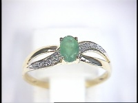 Gold ring 18ct with 2 diamonds and 1 emerald, forward to your husband, boyfriend  :))