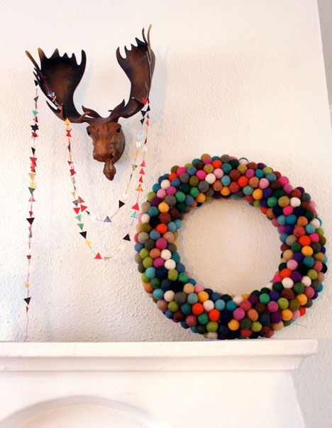 felt ball wreath and garland: Christmas Wreaths, Felt Ball Wreath, Pom Pom Wreath, Pom Poms, Felt Christmas, Pompom, Holidays, Garlands, Ball Wreaths