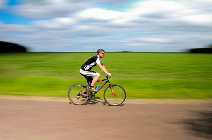 Verdade ou mito: andar de bicicleta pode causar disfunção erétil?  Andar de bicicleta é um exercício fantástico e que faz muito bem para outros aspectos da sua saúde. Você deve, entretanto, evitar o excesso de horas pedaladas, bem como, deve fugir dos assentos demasiadamente estreitos. Esses cuidados simples minimizam os riscos e aumentam as chances de ter uma vida sexual ativa e saudável.