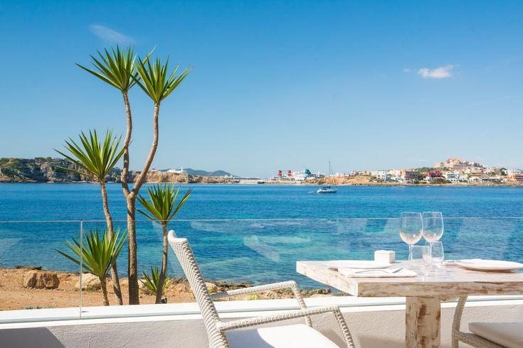Sa Punta Ibiza Restaurant, Talamanca Bay, 07800 Ibiza, España Phone: +34  971 193 424 - uitzicht op Dalt Vila - goed voor lunch