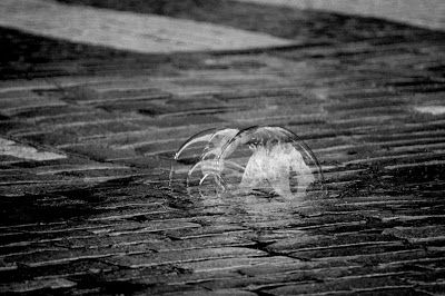 Black and white photography: Giant bubbles at Espa, Helsinki. Jättisaippuakuplia Espalla