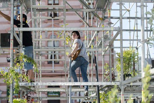 Pabellón FAV 2014 en Valparaíso, Chile. Realizado por República portátil. Es una construcción ligera compuesta de un esqueleto de andamios, cubiertos por cientos de metros de telas de polyester y algodón. http://www.plataformaarquitectura.cl