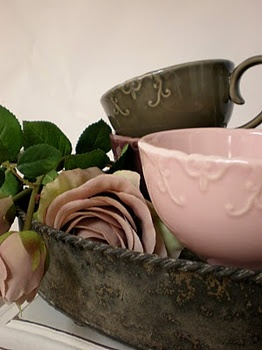 .A pretty arrangement can make such a difference in how I feel at home, especially using modern and vintage and florals