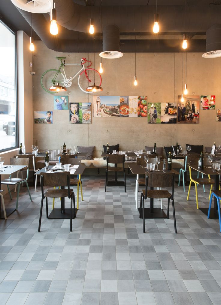 Peppe's resraurant in #Genk, Belgium, with #Mosa Murals, authentic ceramic walls, and #Mosa Scenes, harwearing serie